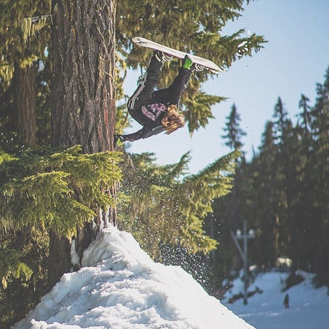 Super Plant at Super Park under fire. Kyle Kelley @peglegg_jelly exhibiting power plants on the 2020 Nightmare Flat. Photo: @prestoned_ #superpark22 #snowboarding #handplant #plant