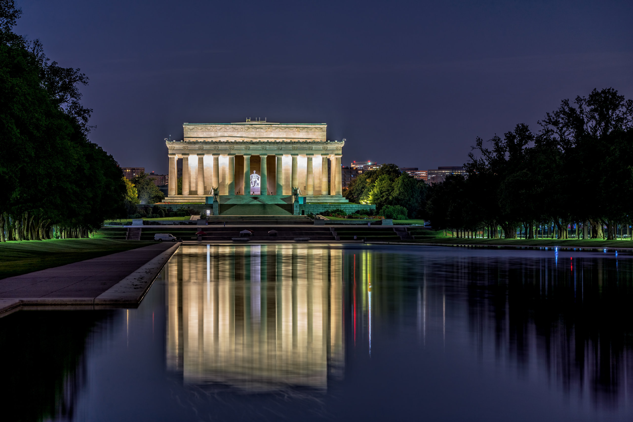 Walking towards the Lincoln Memorial from the World War II Memorial around 4:30am