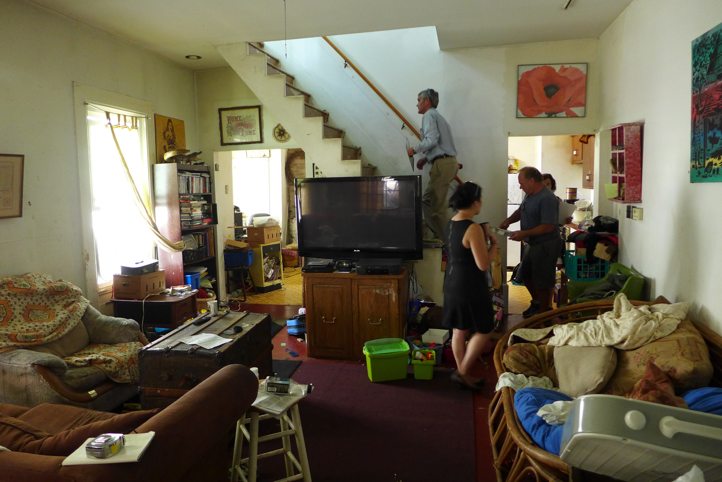 This is the living room. The stench of cat urine nearly bowled us over.