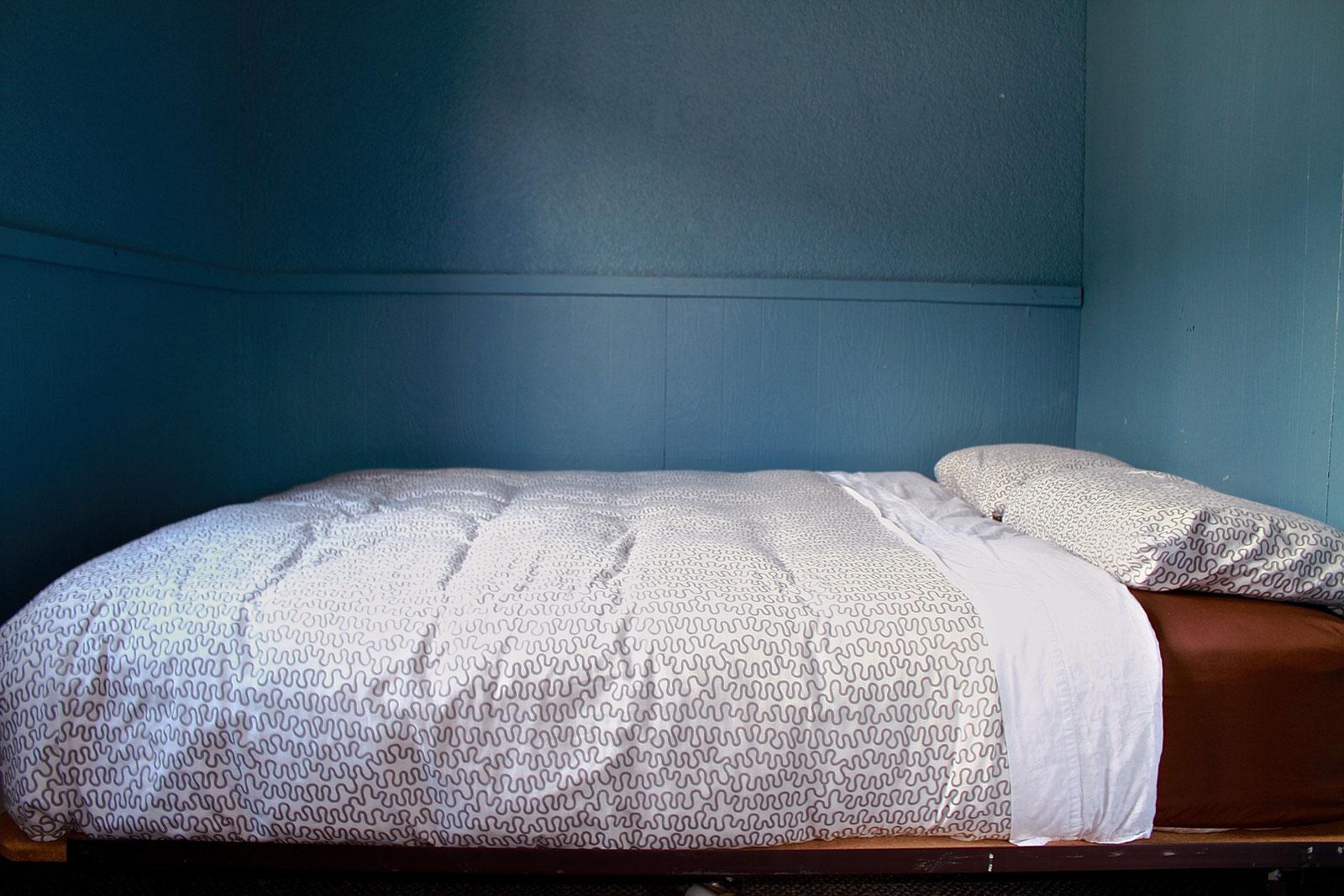5-queen-bed.jpg