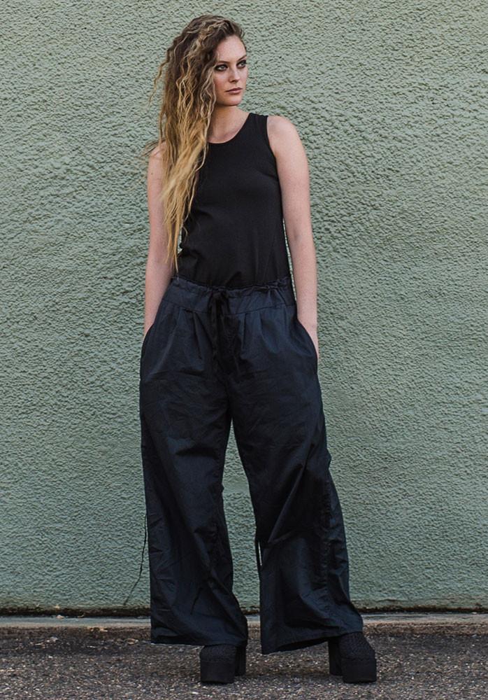 Ada pants navy with black Perla tank