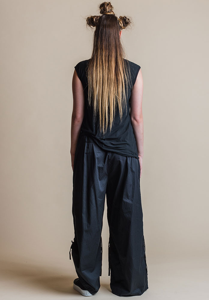 Ada pants navy with black Slant top