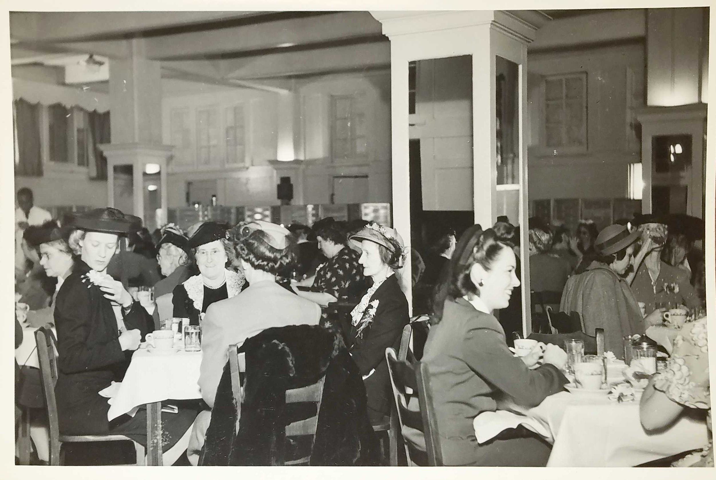 Lunch room at Young Woman's League. Photo courtesy of Wright State University Special Collections and Archives.