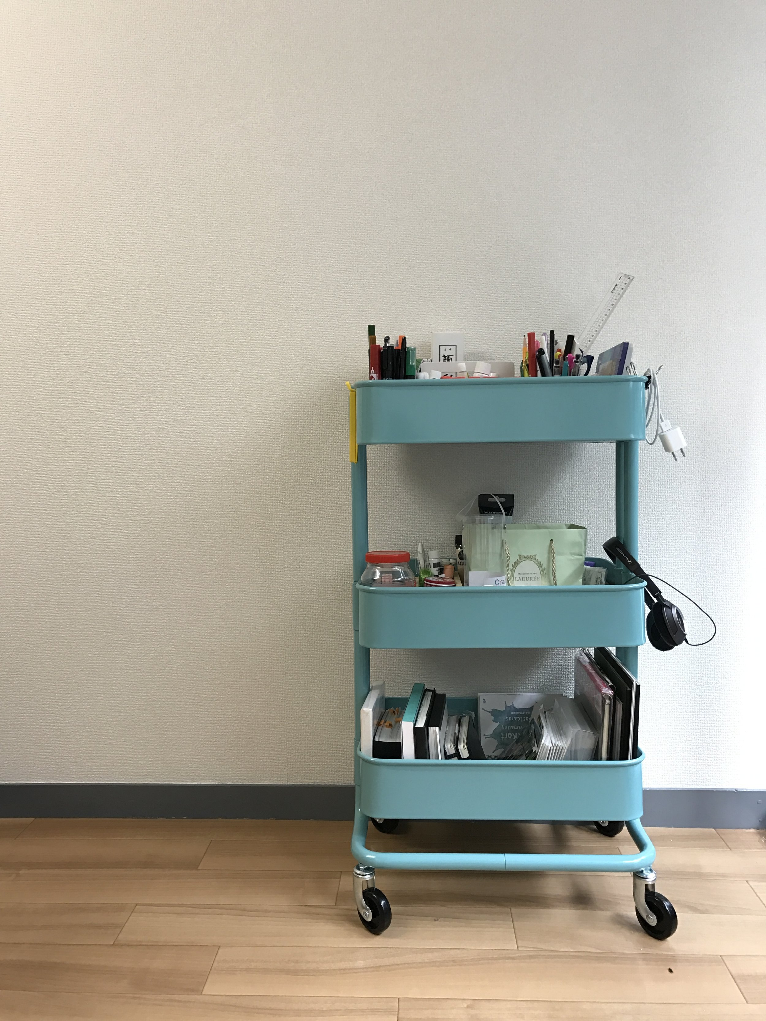 Keeping all your essential tools and paints near you without crowding your desk with  RASKOG kitchen wagon.