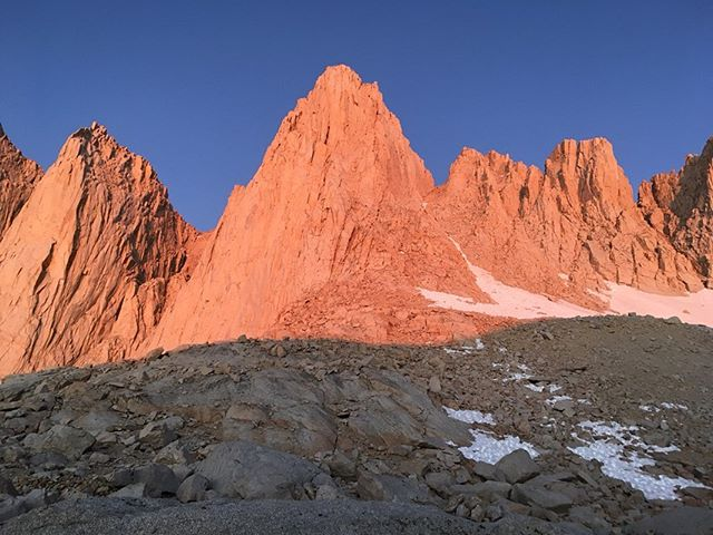 The highest peak in the contiguous US! thanks for the photos @exotic_tom since my phone died 🙉😂classic summit #whitney #eastbutt #iceberglake 14,505k ft / 4,421 m