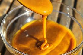 Mezclando la curcumina con la miel crea un jarabe altísimo en nutrientes, propiedades antiinflamatorios y es una herramienta importante para cuidar el sistema inmune.