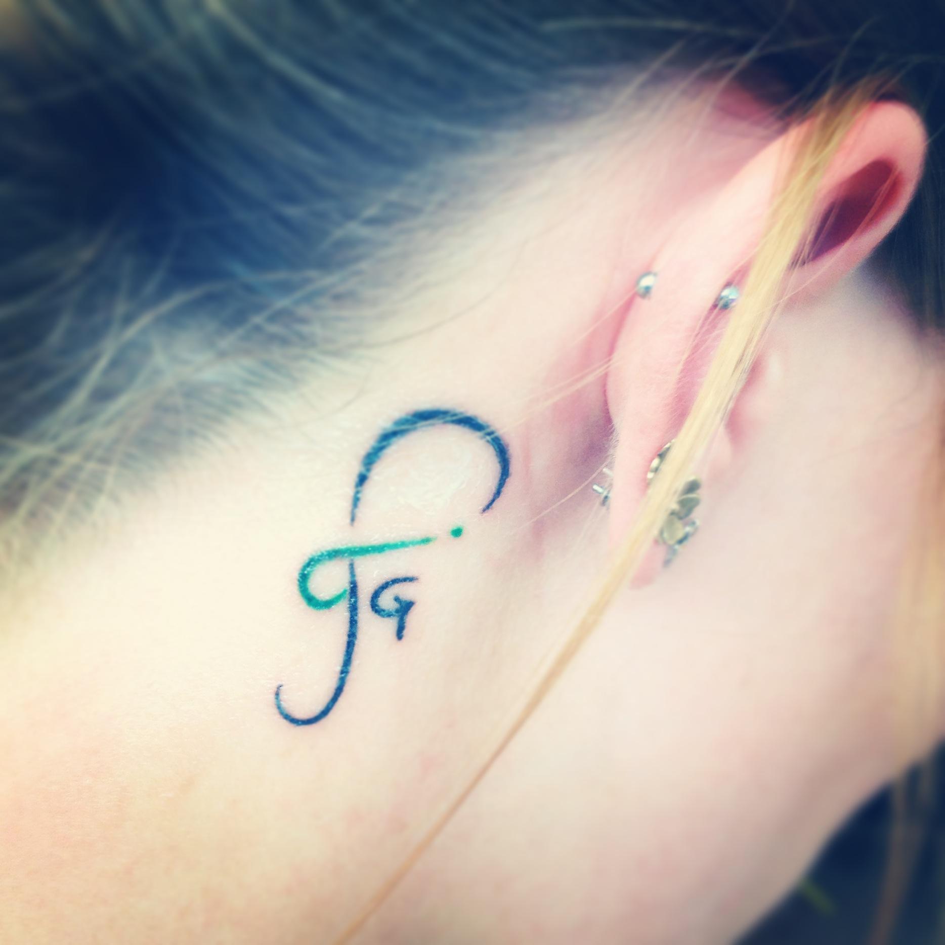 Loyalität :) mein Logo auf meinem Nacken