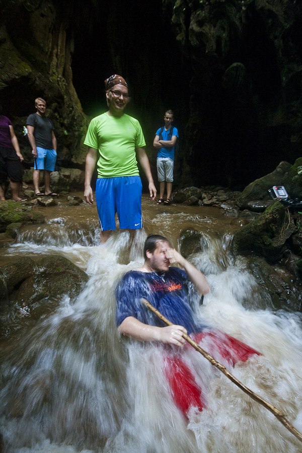 Pekka ja Eetu luolassa