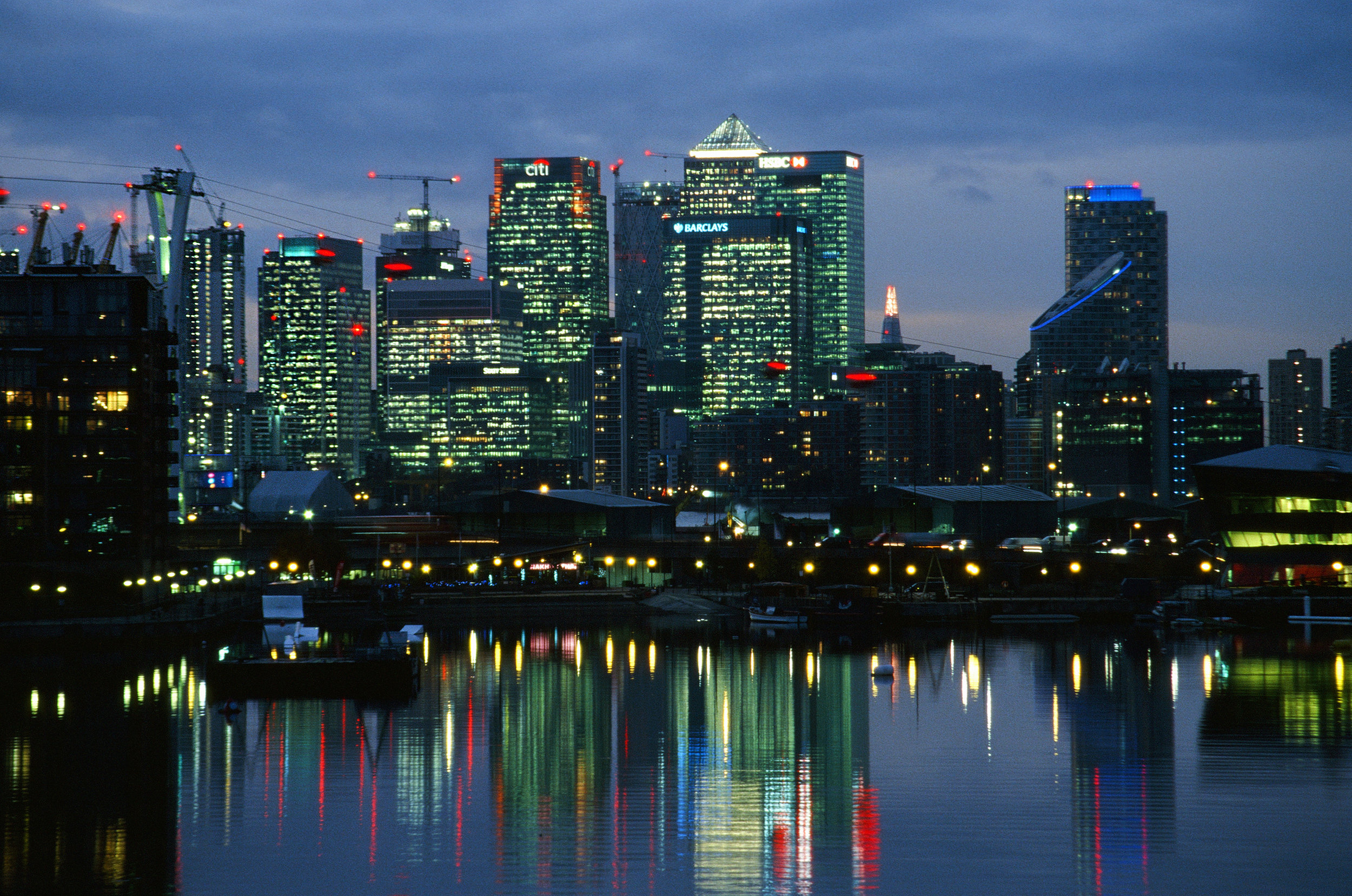 Canary Wharf at night.jpg