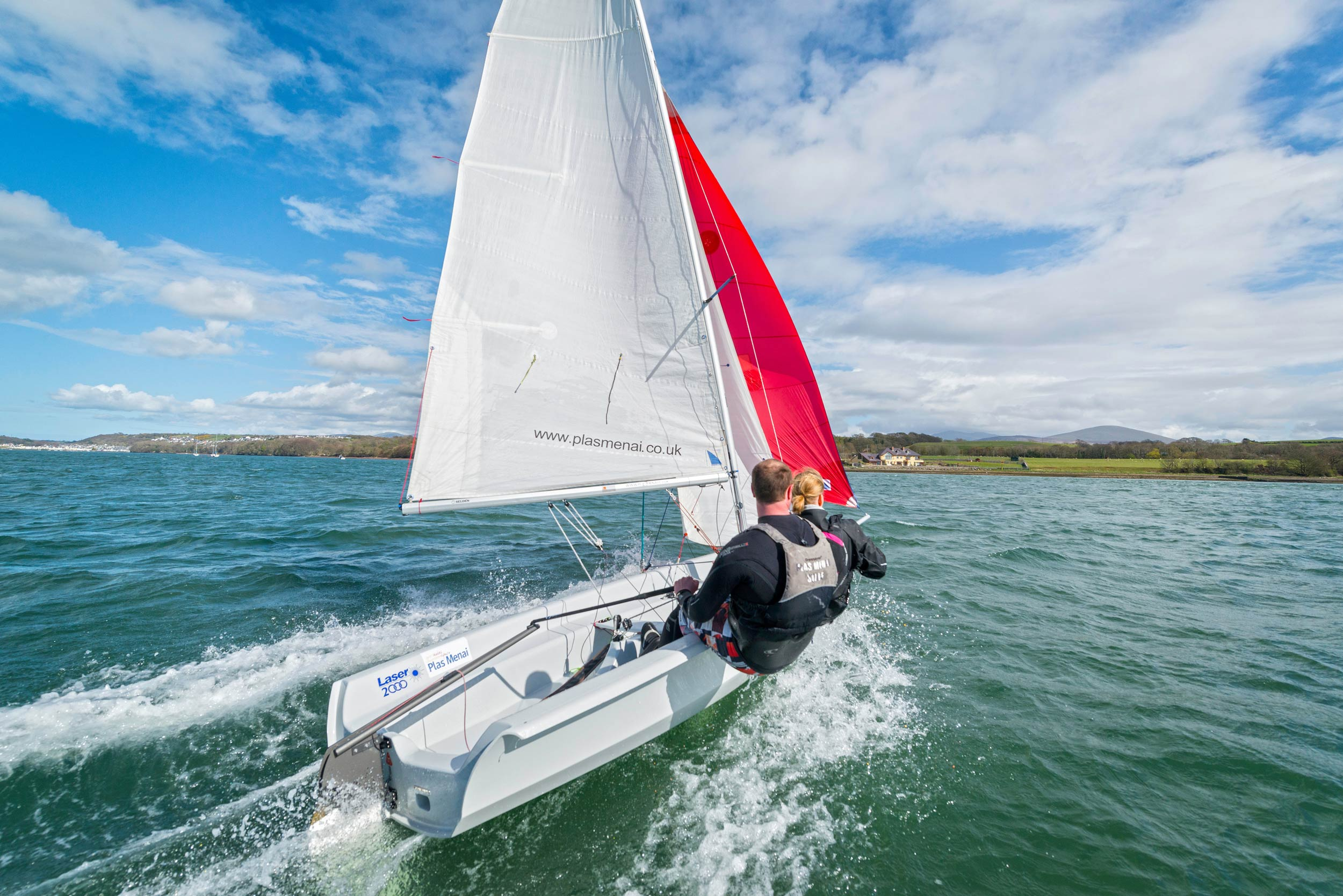 Sailing on the Menai Strait  (Crown copyright 2018 / Visit Wales)