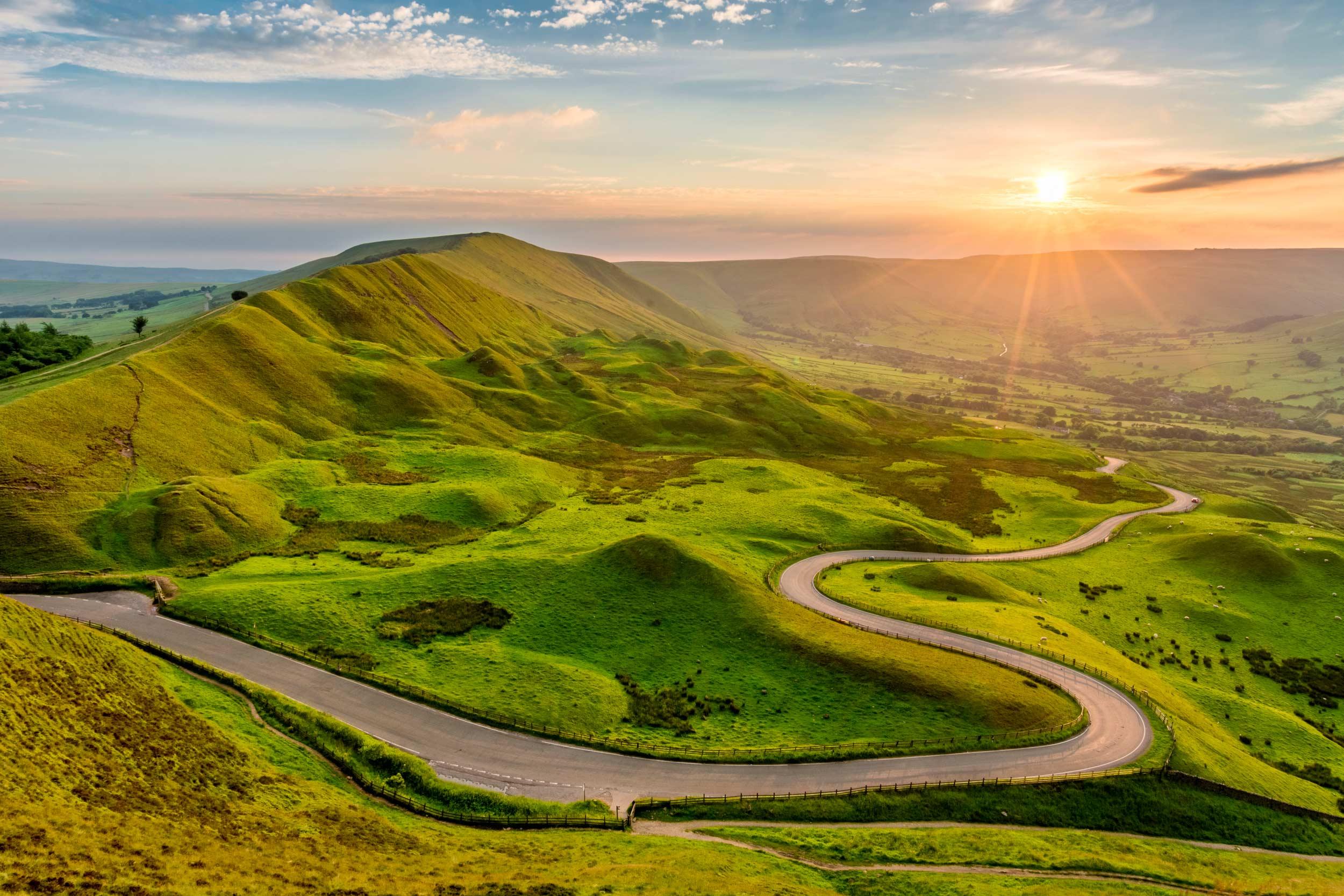 Snake Pass, Peak District ( (Daniel_Kay/Shutterstock)