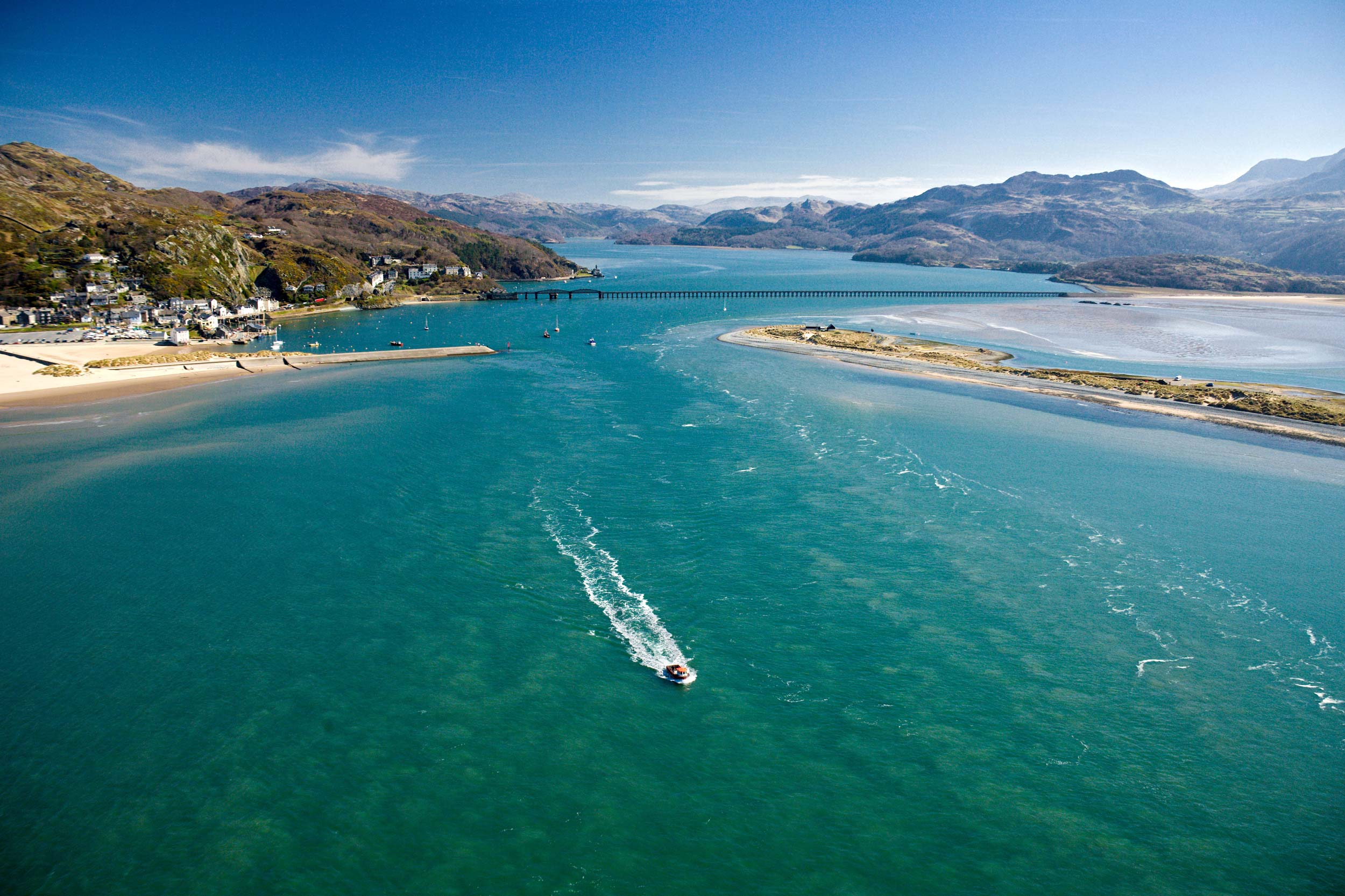 The view from Barmouth to the mountains of Snowdonia  (Crown copyright 2018 / Visit Wales)