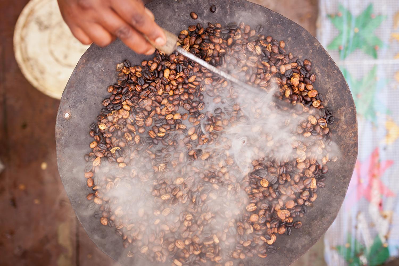 Roasting coffee, Lalibela