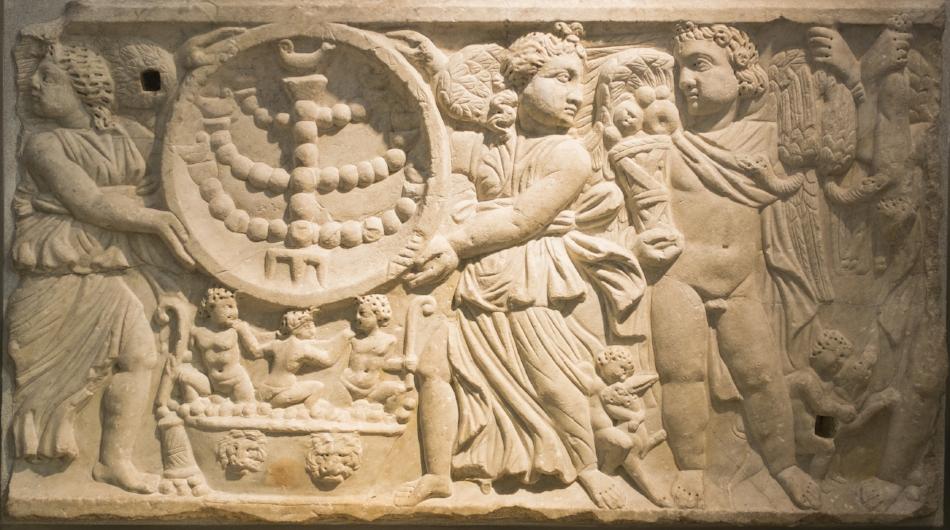 Seasons sarcophagus with menorah in the clipeus. From the Vigna Randani catacombs, Rome. Musei Nazionale Romano, Terme di Diocleziano, Inv. No. 67611. (Photo: Author).