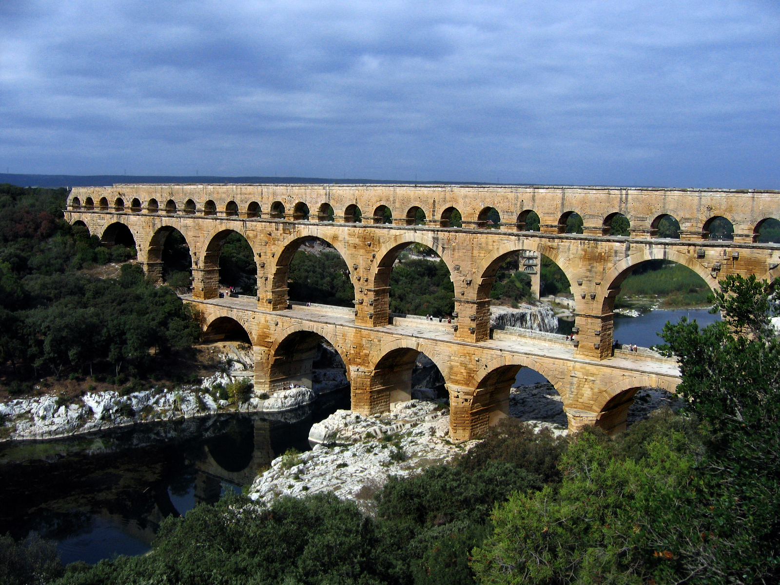By Emanuele (Flickr: Pont du Gard) [CC BY-SA 2.0]  via Wikimedia Commons