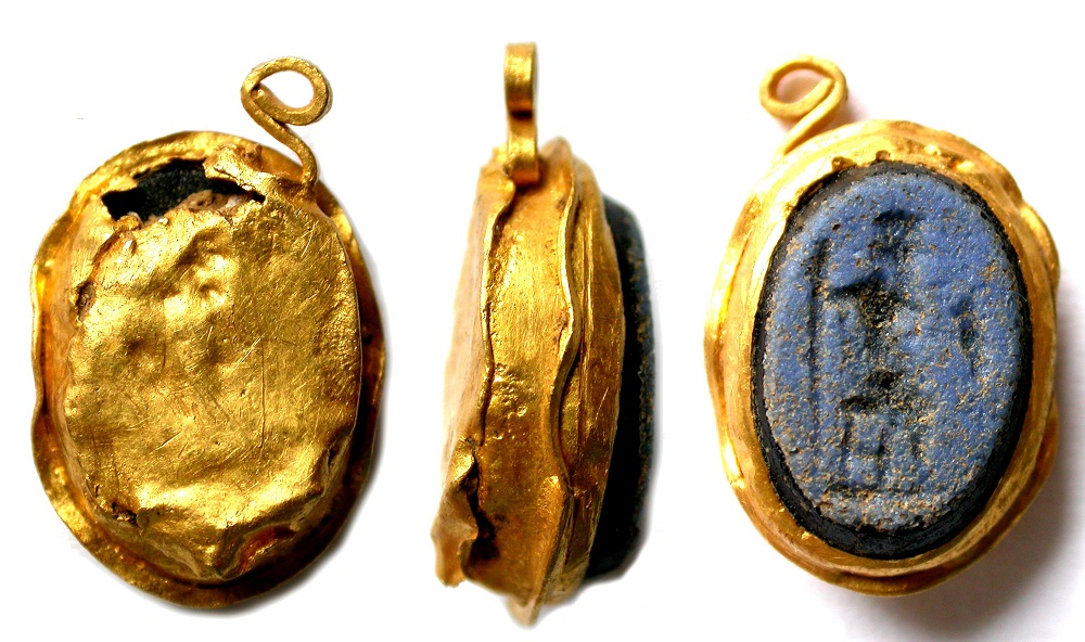 Roman gold and glass intaglio pendant | ca.C2-C3 CE, Northamptonshire (England) |  Image Source