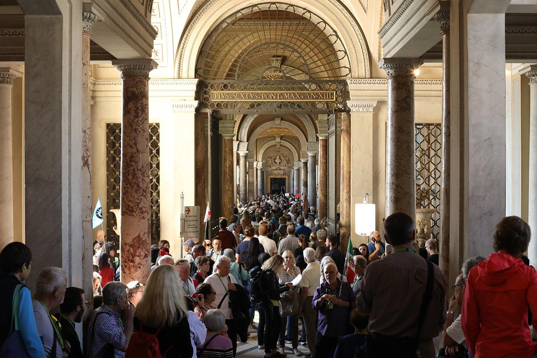 Pilgrimage_Rome_3341_StPeters.jpg