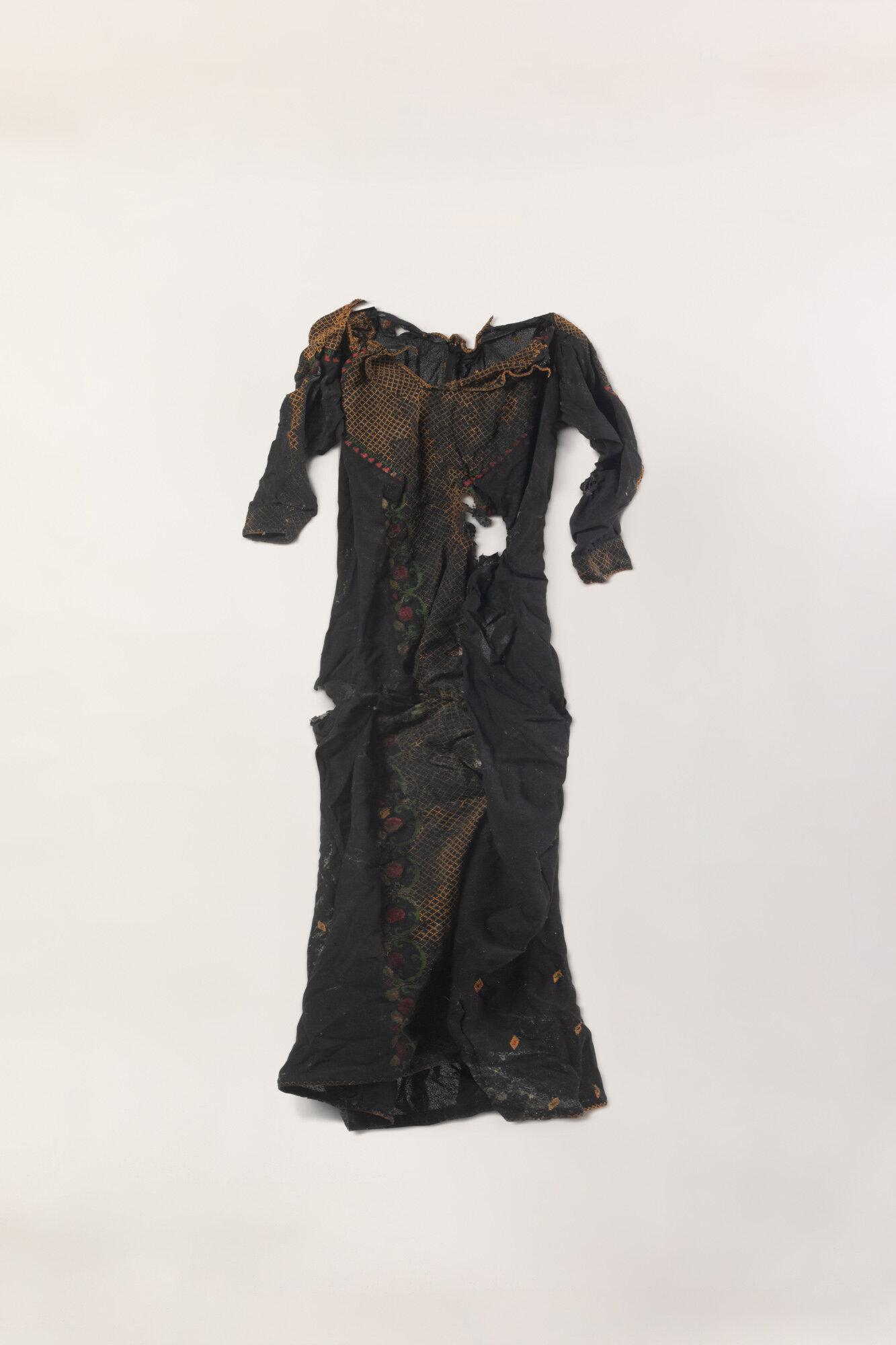 Dress6DressOnNaturalBackgroundV2.jpg