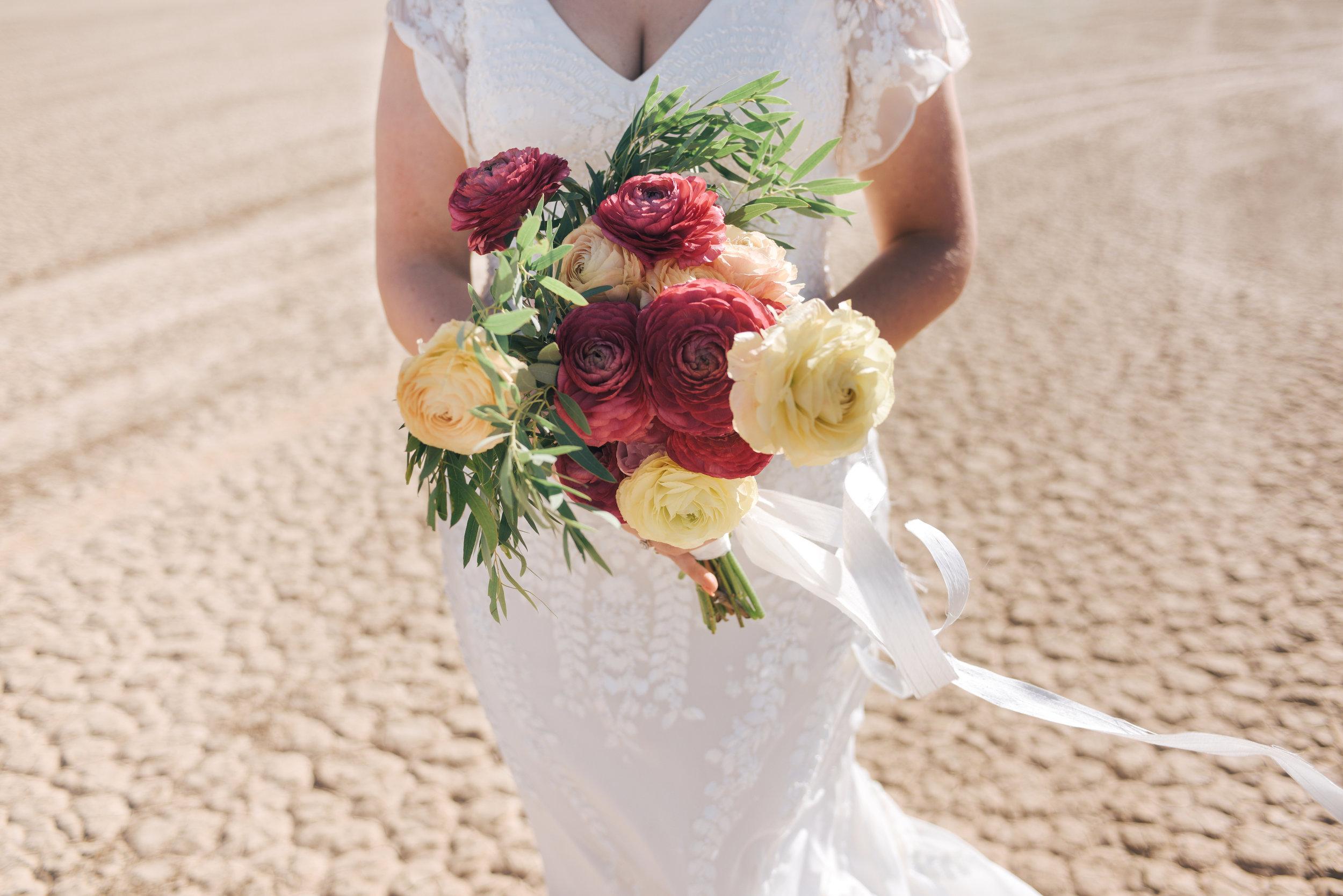 flora pop ceremony, flora pop, bride, las vegas wedding, las vegas elopement, elopement, elope, dry lake bed wedding, lifestyle photography, las vegas, flowers, bridal flowers, wedding dress, wedding, elope
