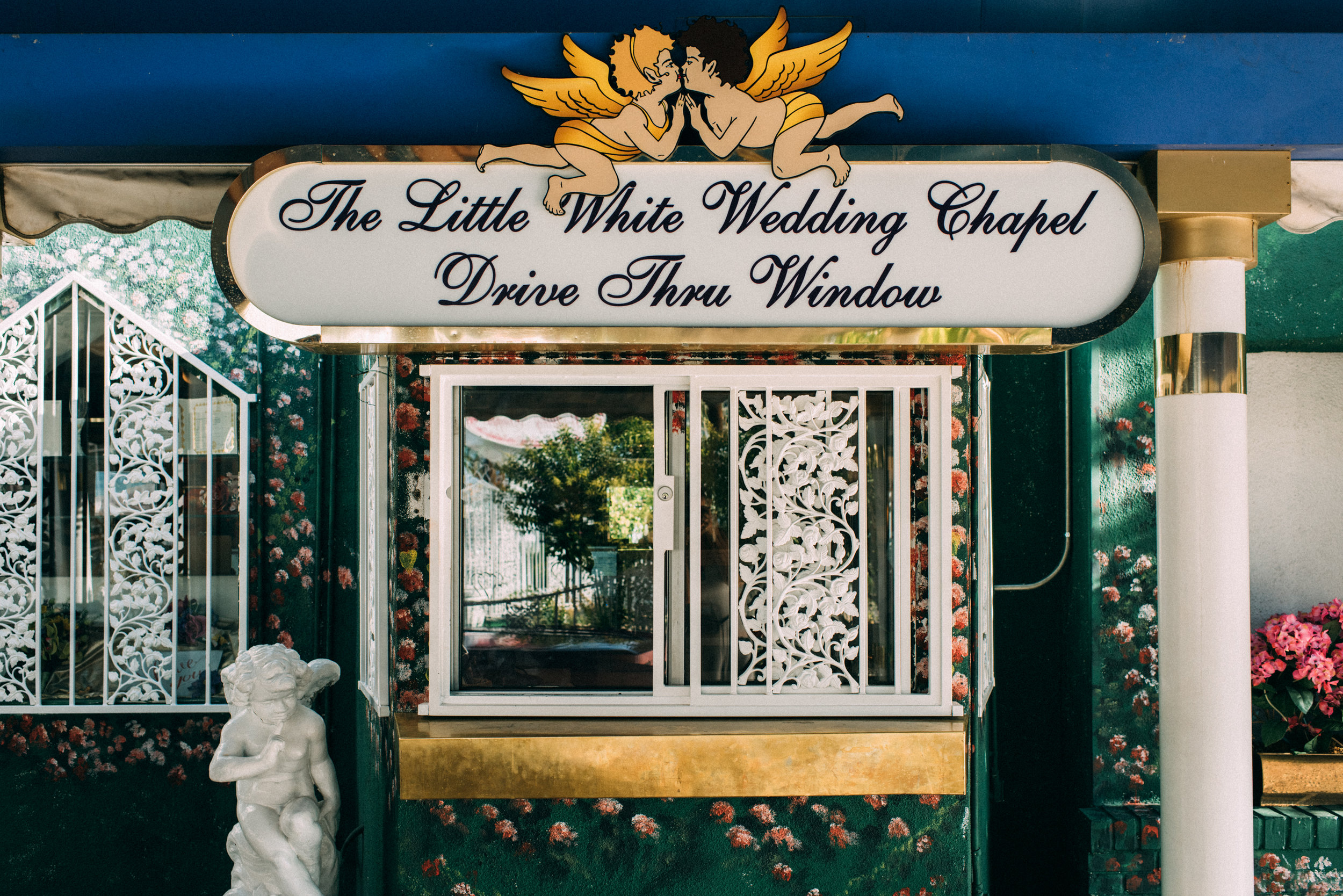 las vegas elopement, las vegas chapel elopement, little white chapel elopement, ashley marie myers.jpg