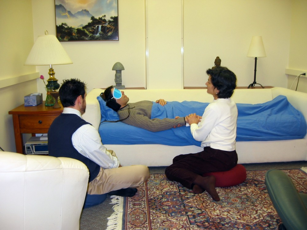 A psilocybin study session at Johns Hopkins. (Wikimedia)