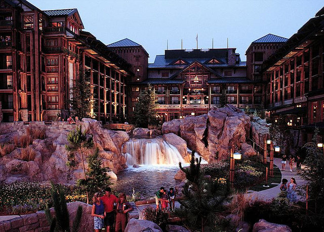 Tour Disney's Wilderness Lodge Resort for Free!