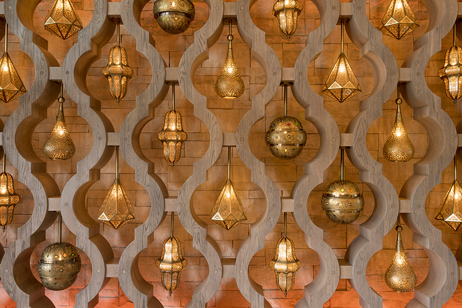 Inside Gran Destino Tower, the first thing Guests will notice is a grand two-story lobby and intricate wooden screens with rows of dazzling Moorish hanging lanterns.
