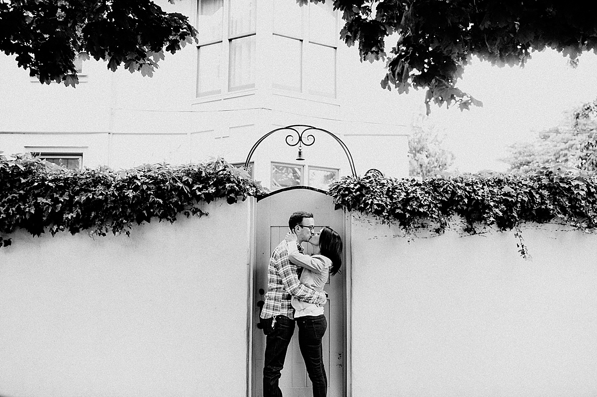 SarahZach-2_viva-love-philadelphia-wedding-photographer-philly-engagement_.jpg