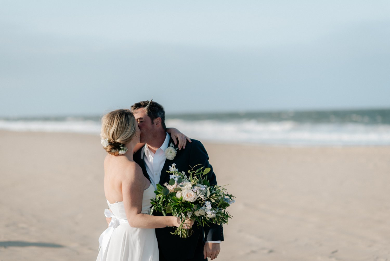 philadelpia-new-jersey-wedding-photographer-beach-backyard-stringlights-fun_0311.jpg