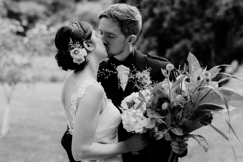 philadelpia-new-jersey-wedding-photographer-moody-reception-design-details-cityscape_0413.jpg