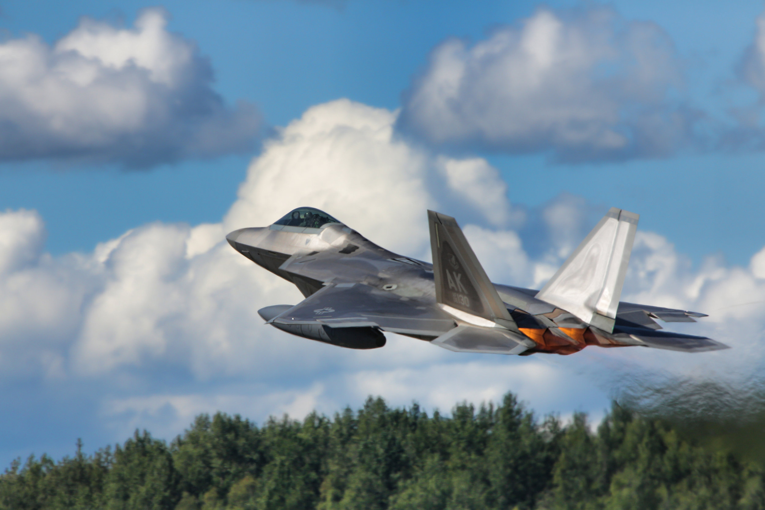 f22 taking off 1.jpg