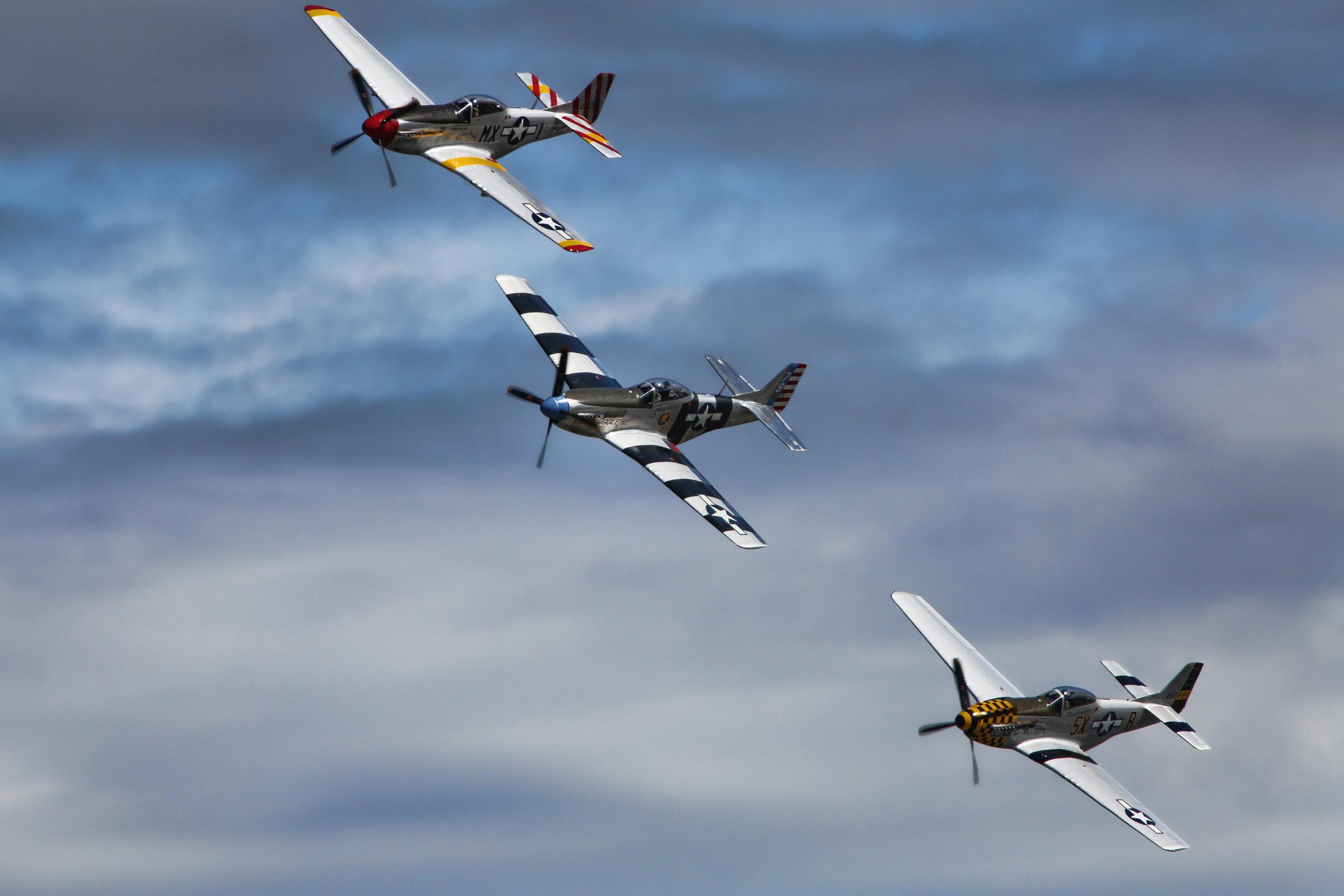 3 mustang planes.jpg