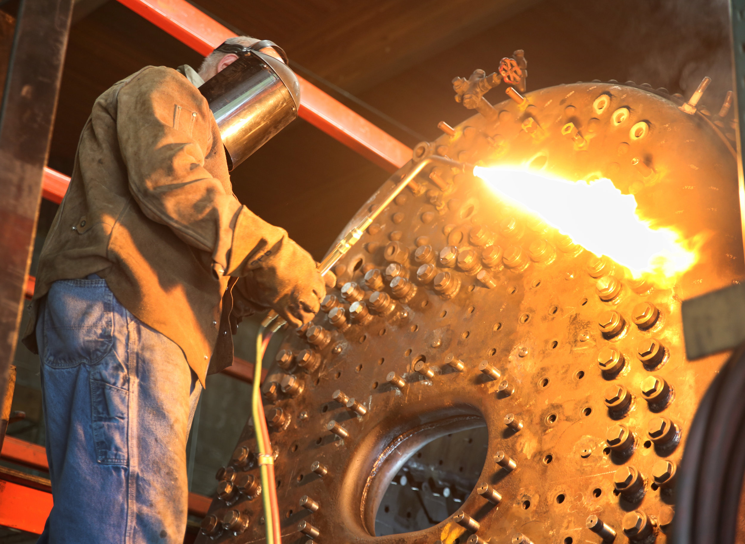 cutting torch on engine 557.jpg