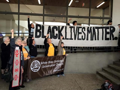 Members of White Bear UU Church of Mahtomedi, MN, stand in solidarity with Black Lives Matterat same action. (Photo: Ashley Horan)