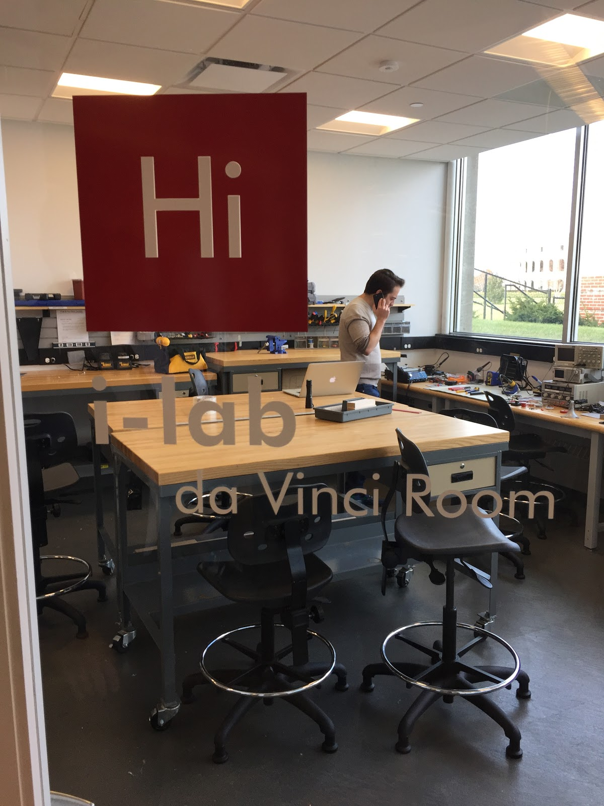 The daVinci room is a makerspace nested within the innovation lab that allows for hands-on 3D desigining and prototyping.