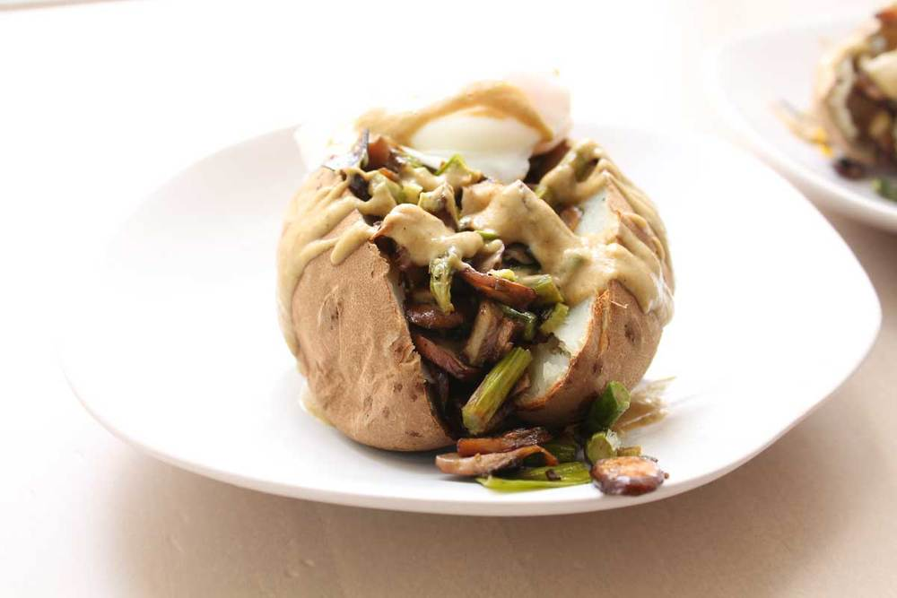 Stuffed Russet with Leek Sauce