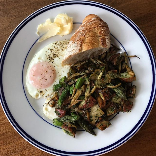@lazybranch pasture raised eggs served with love, asparagus, red potatoes, king oyster and hon shimegi mushrooms tossed with nettle pesto saltana raisins and pine nuts. #barjotseattle #barjot #pastureraisedeggs