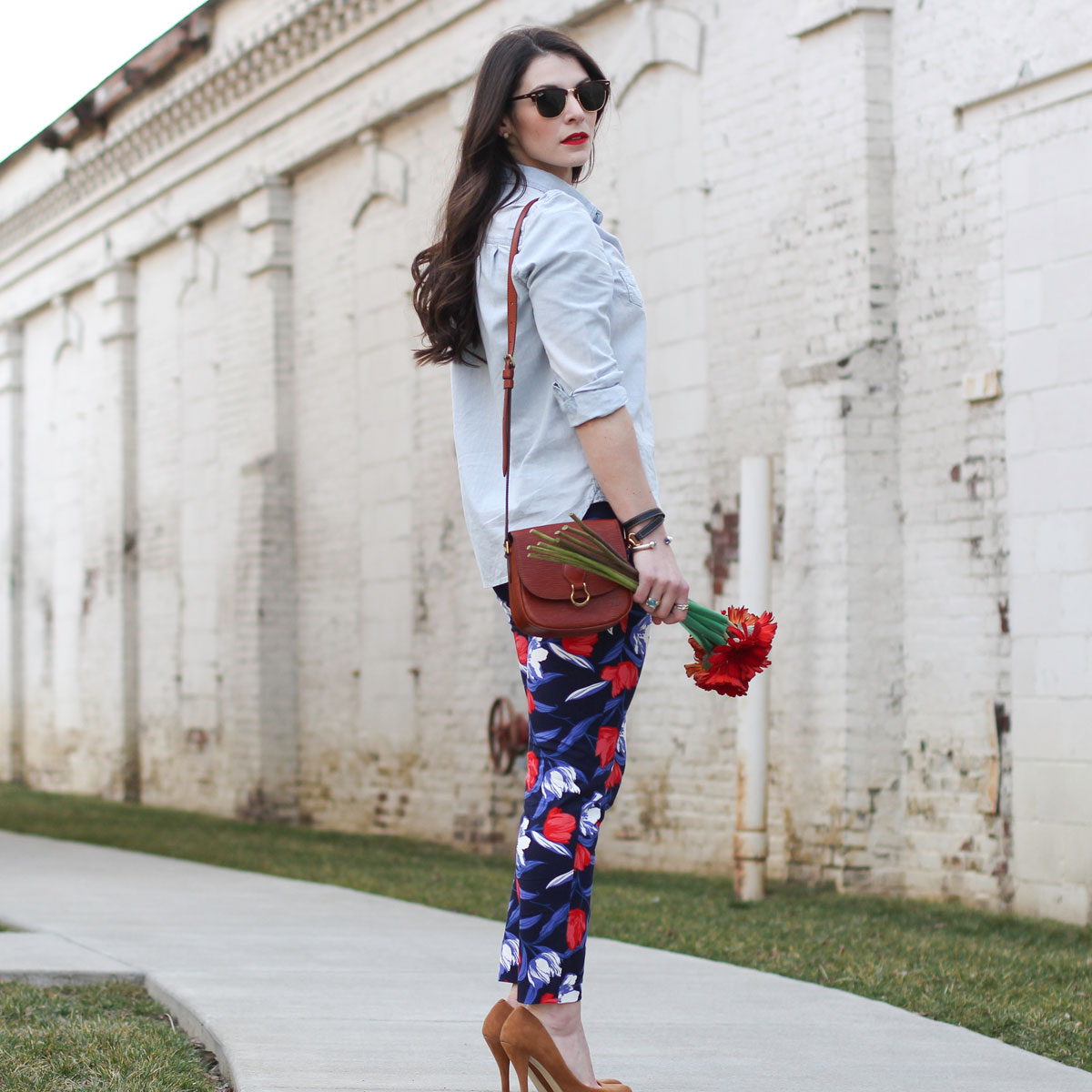 Old Navy Pixie Pants, Floral Pants, Casual Work Outfit, Denim Shirt, Vintage Louis Vuitton Handbag, Summer Fashion, Wear to Work Fashion, Fashion Blogger