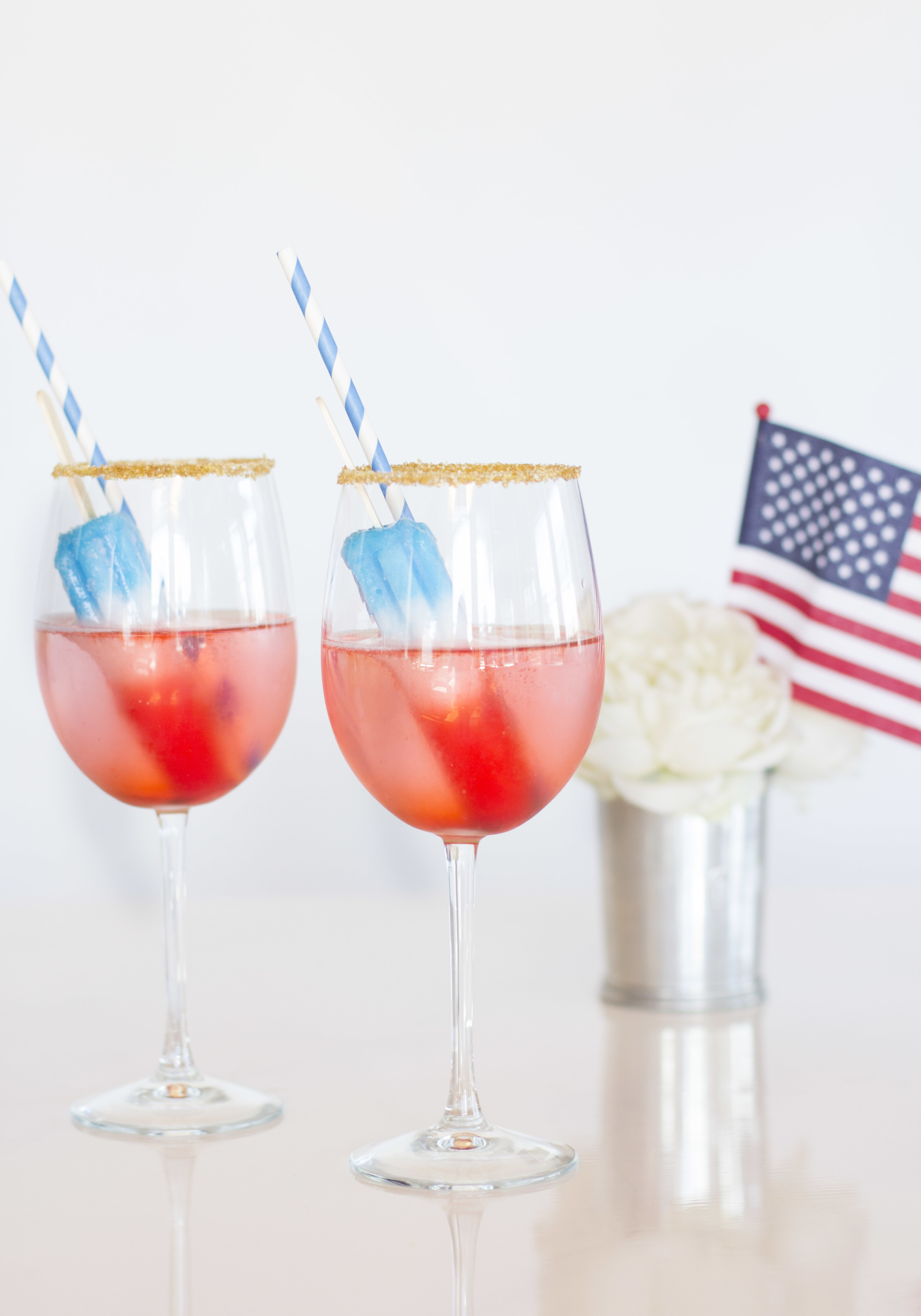 July 4th Cocktails, Prosecco Popsicle Cocktails for the Fourth of July, Red, White, and Blue Champagne Cocktail for Independence Day on www.me-and-mrjones.com!