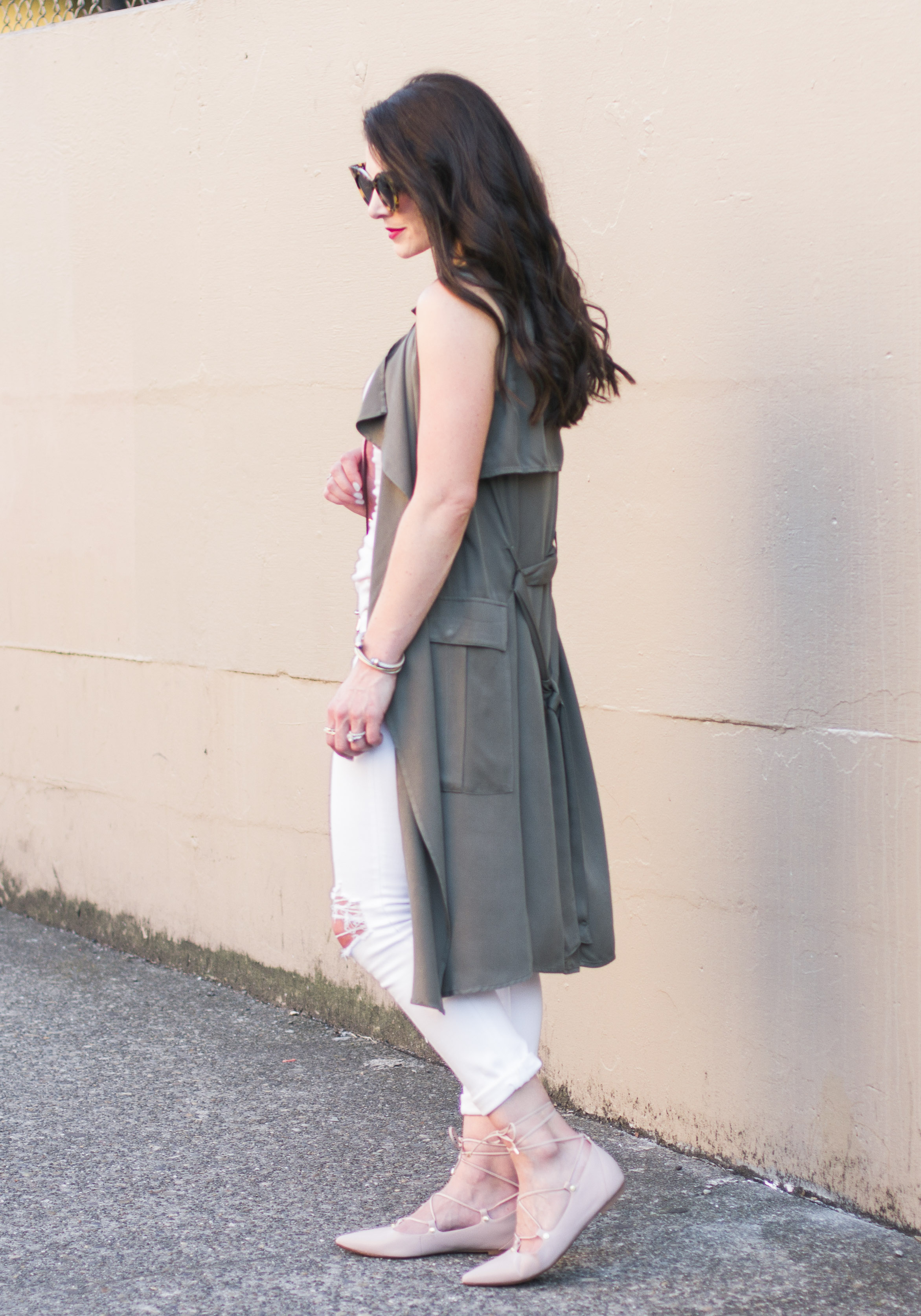 Make your flats flatter your figure with this simple trick, Lace Up Ghillie Flats, Neutral Outfit with Green Sleeveless Trench, Hello Invisible Heels on www.me-and-mrjones.com
