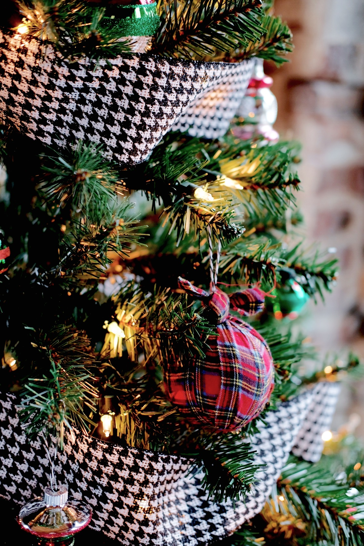 Plaid Christmas Tree, DIY Plaid Ornaments, Inexpensive Plaid Ornaments