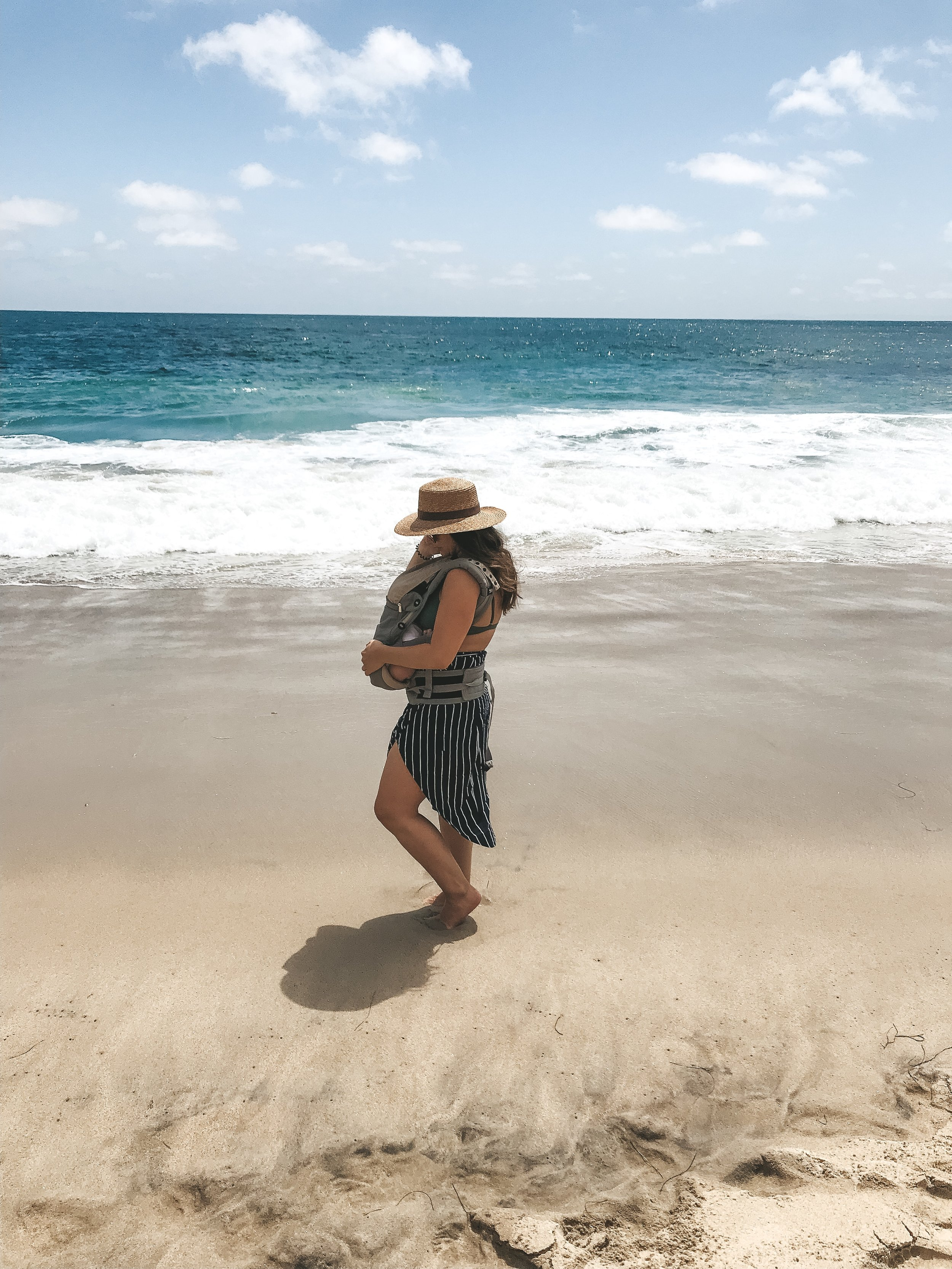 Ergobaby 360 carrier.  How to take your newborn baby to the beach.