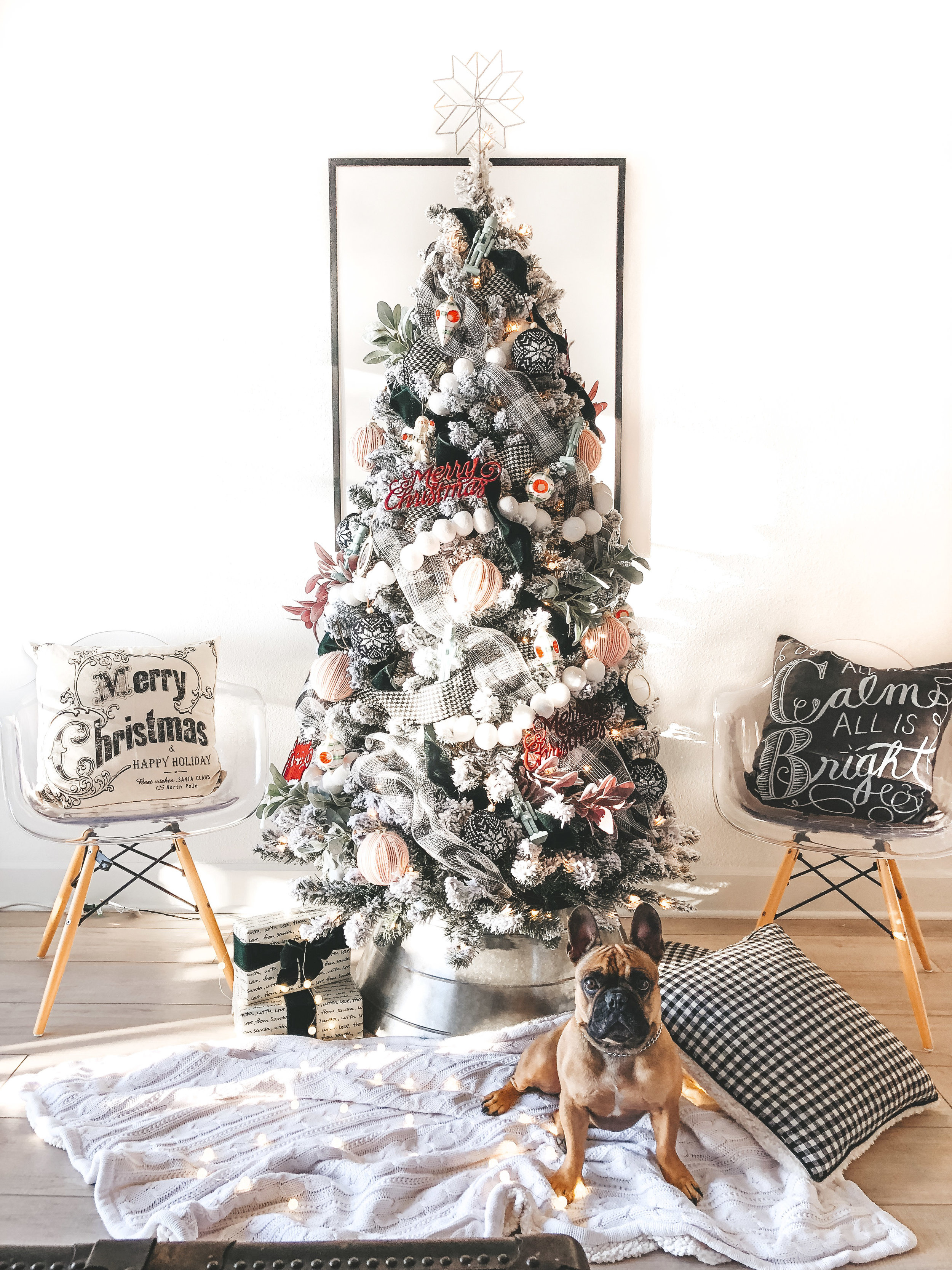 Black and white Christmas decor.  Budget friendly Christmas decor.