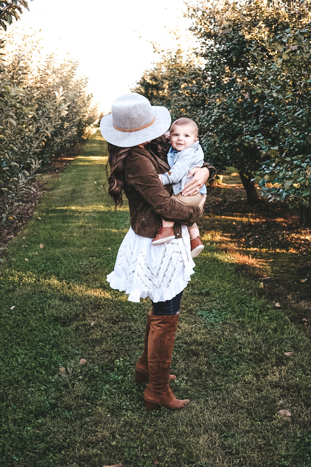 Mommy and me outfits.  Pumpkin patch photos.  Fall fashion for mommy and baby.