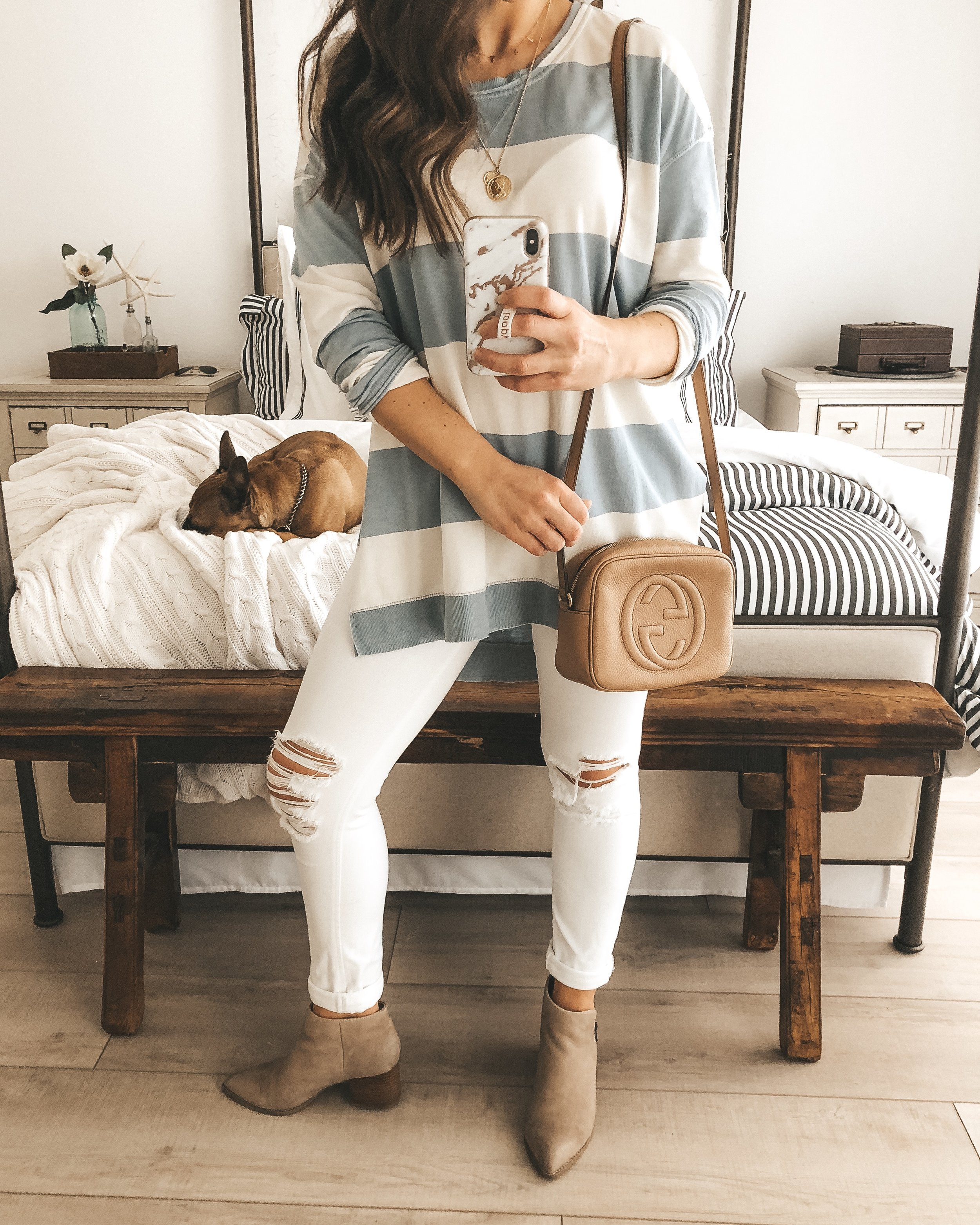 Z Supply Weekender.  Cute mom outfit.  casual weekend outfit.  spring outfit.