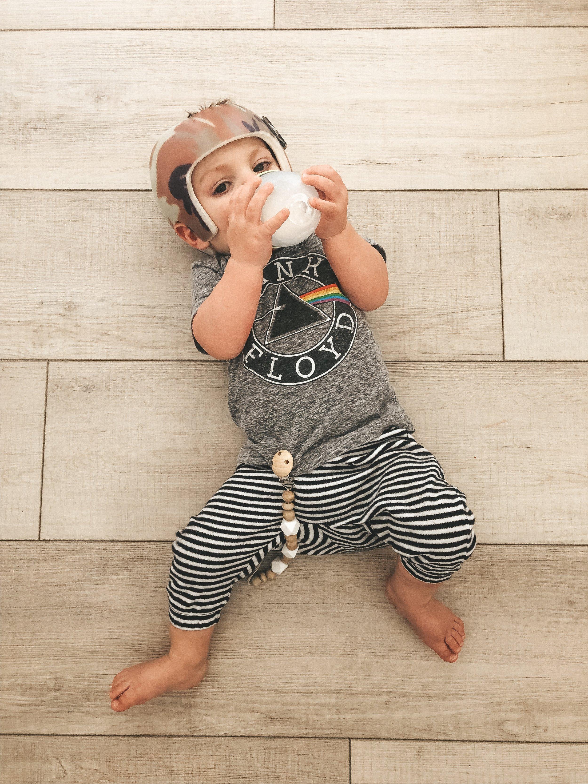 Jett Jones 11 Month Milestones.  Como Tomo bottles for breastfed babies. Helmet treatment for Plagiocephaly.