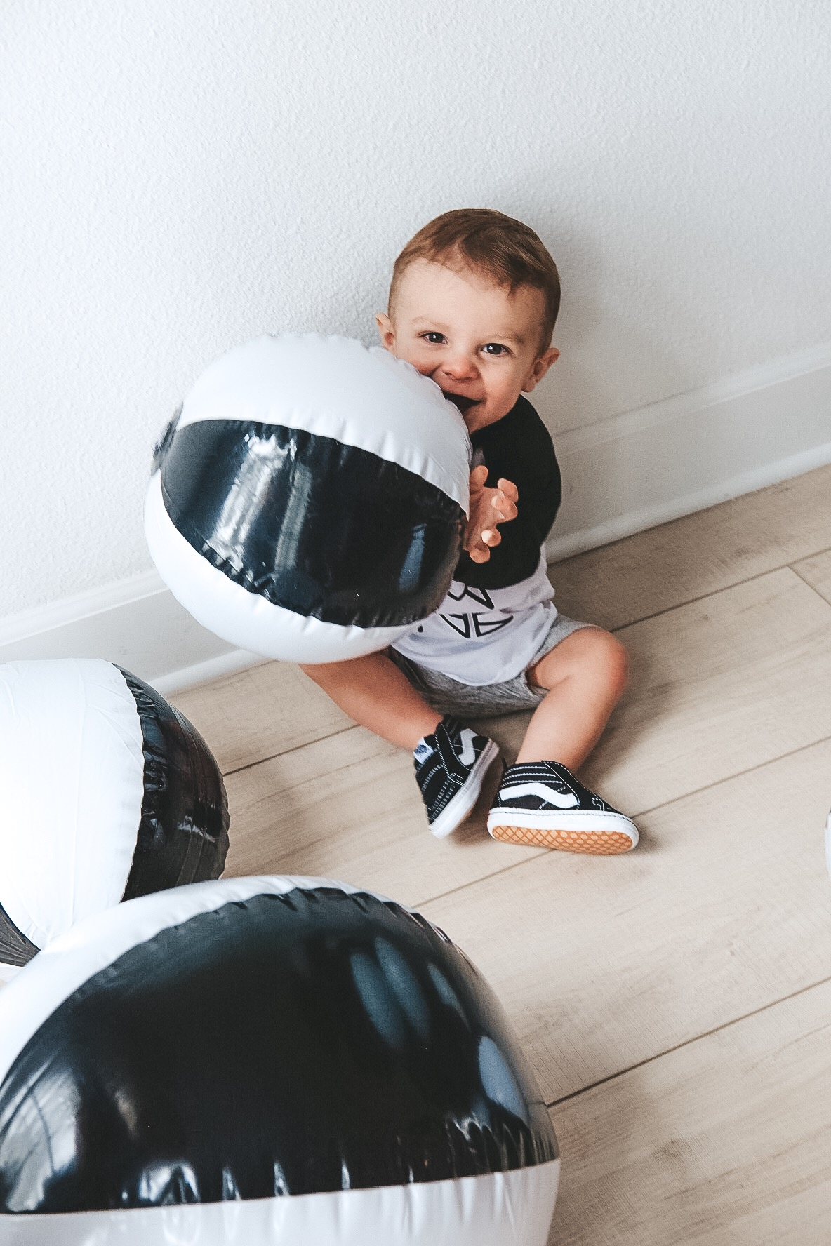 Modern surfer theme birthday party.  Black and white birthday party.  Baby boy frist birthday party.  Black and white beach balls.