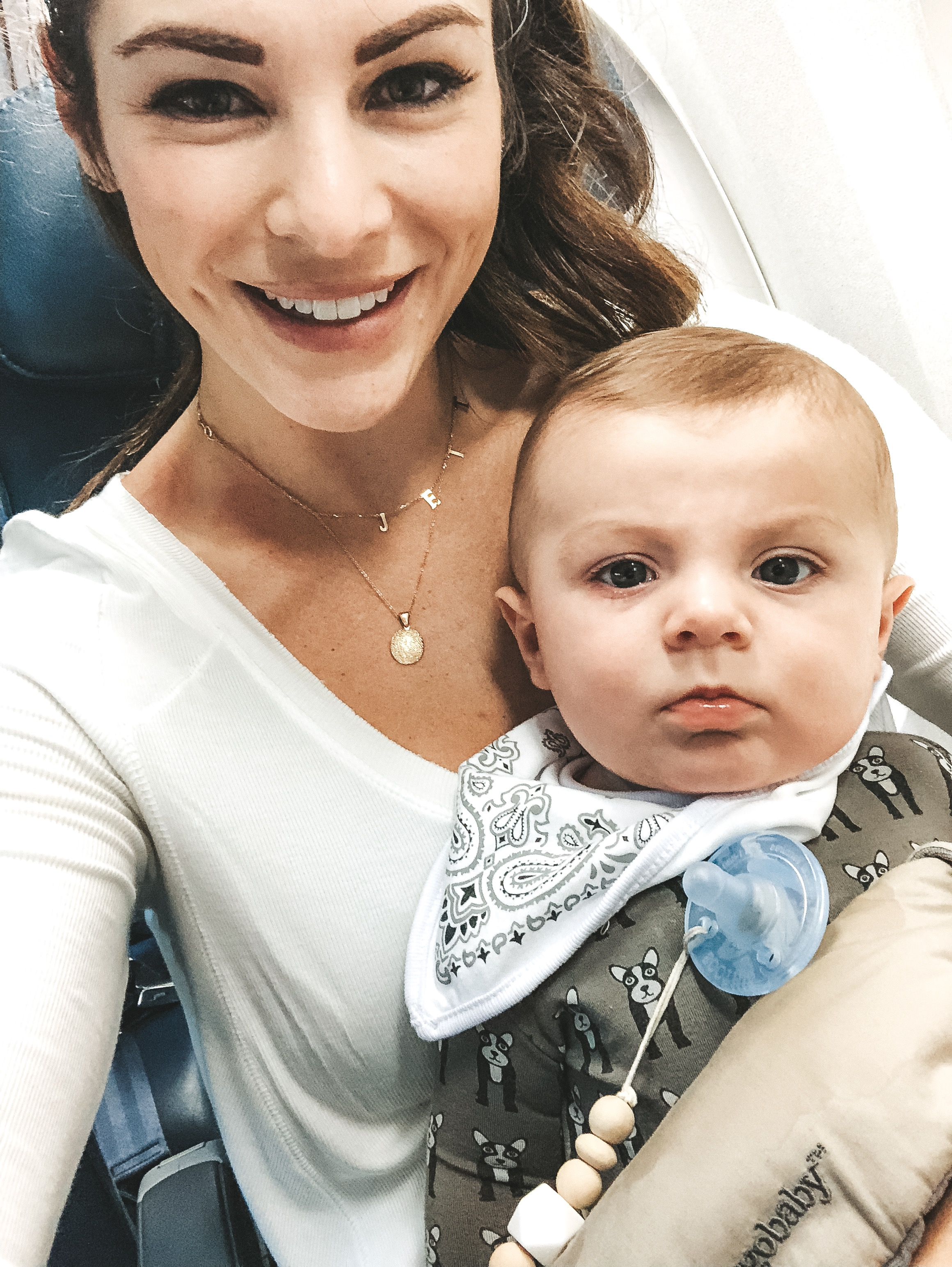 Tips for traveling with an infant.  Traveling alone with a 5, 6, 7, 8 month old.  Baby travle tips.  What to pack for flight with baby.