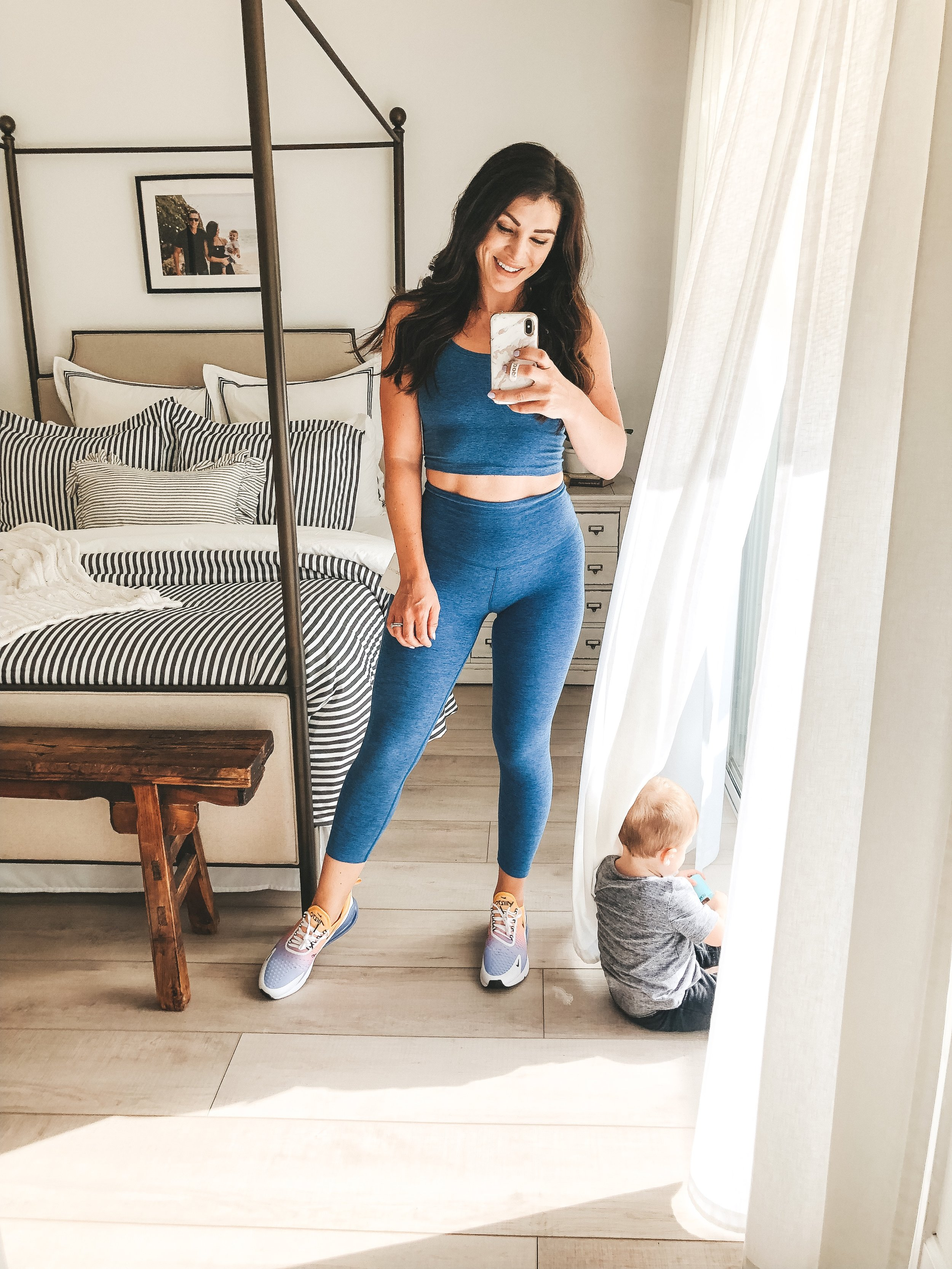 Cute workout clothes. Postpartum fitness.  How I got back in shape after baby.  Beyond Yoga Spacedye top and leggings in blue.  Blue workout set.  Nike Air Max 270 University Gold, Black & Blue.