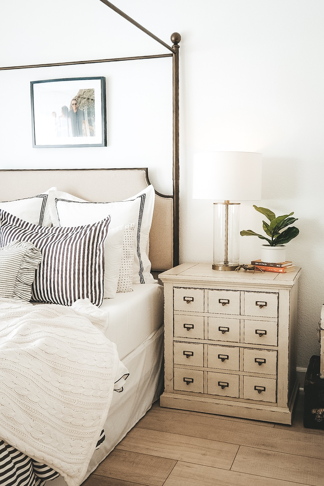 How To Mix Modern And Traditional Pieces In Your Bedroom Me And Mr Jones